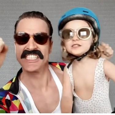 Los divertidos vídeos de un padre actor y su hija de cuatro años que enganchan: ya van 74, uno por cada día de confinamiento