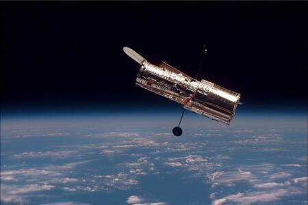 El Hubble vuelve al trabajo: tras sus fallas nos regala impresionantes imágenes de un par de inusuales galaxias