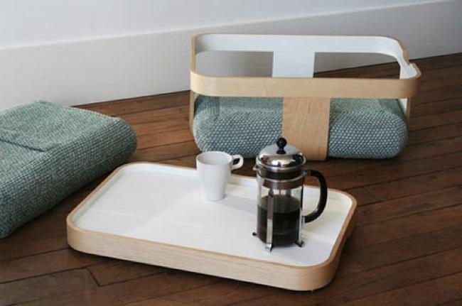 Foto de Mesa, bandeja, escabel y cojines de suelo, cuatro en uno (2/4)