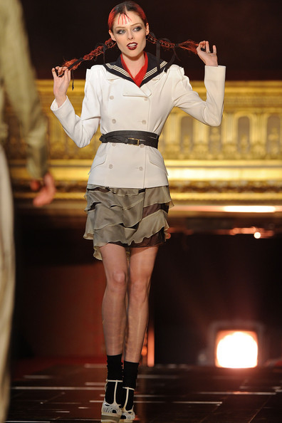 Foto de John Galliano Primavera-Verano 2011 en la Semana de la Moda de París (1/16)