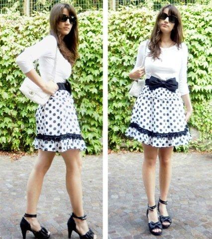 Lunares moda look calle: blanco falda