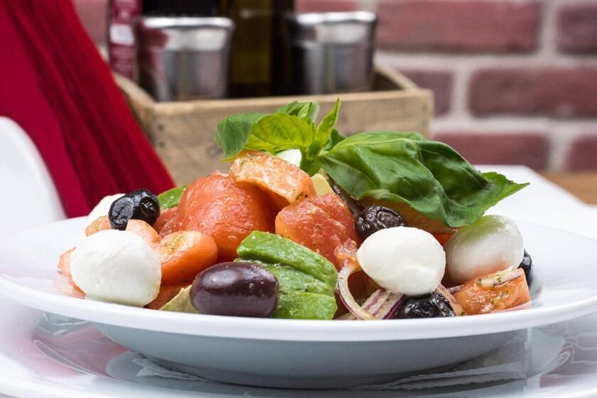 Llevar una dieta mediterránea se asocia a mejores habilidades cognitivas en la vejez, según un estudio reciente