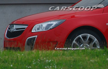 Opel Insignia OPC Sport Tourer, fotos completamente desnudo
