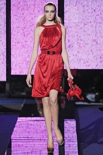 Los 10 mejores vestidos para esta Navidad, Versace