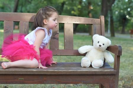¿Tu hijo habla solo cuando juega? Siete grandes beneficios para su desarrollo de esta curiosa práctica