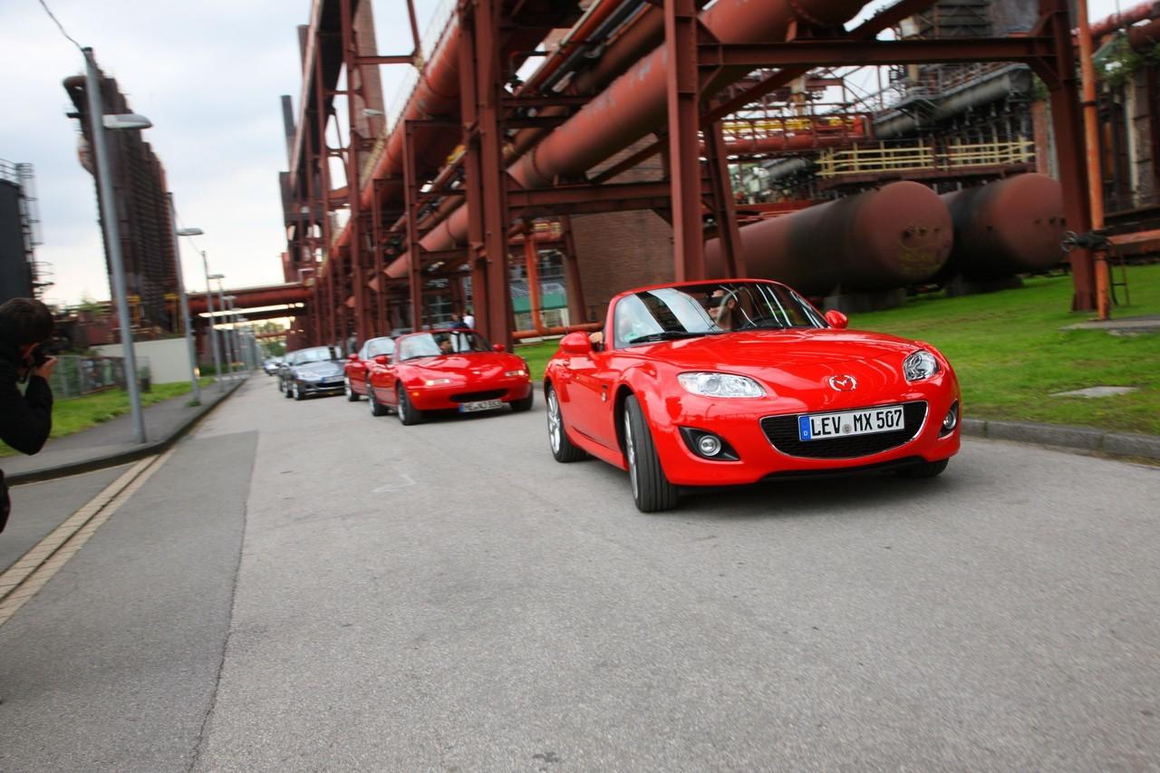 Foto de Concentración Mazda-MX5 2010 en Essen  (1/11)