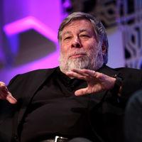 """Steve Wozniak sigue los pasos de Elon Musk y abandona Facebook emulando a Tim Cook: """"Tú eres el producto"""""""