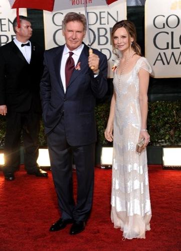Los famosos mejor vestidos en los Globos de Oro. Harrison Ford