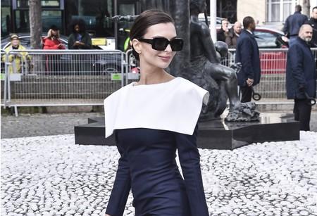 Emily Ratajkowski saca su lado más lady en la Semana de la Moda de París