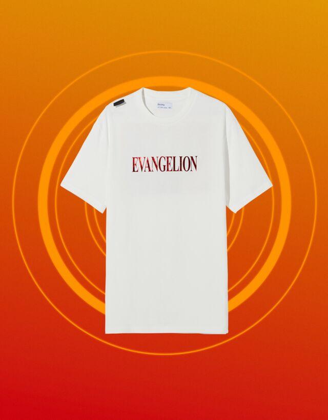 Camiseta blanca con estampado Evangelion