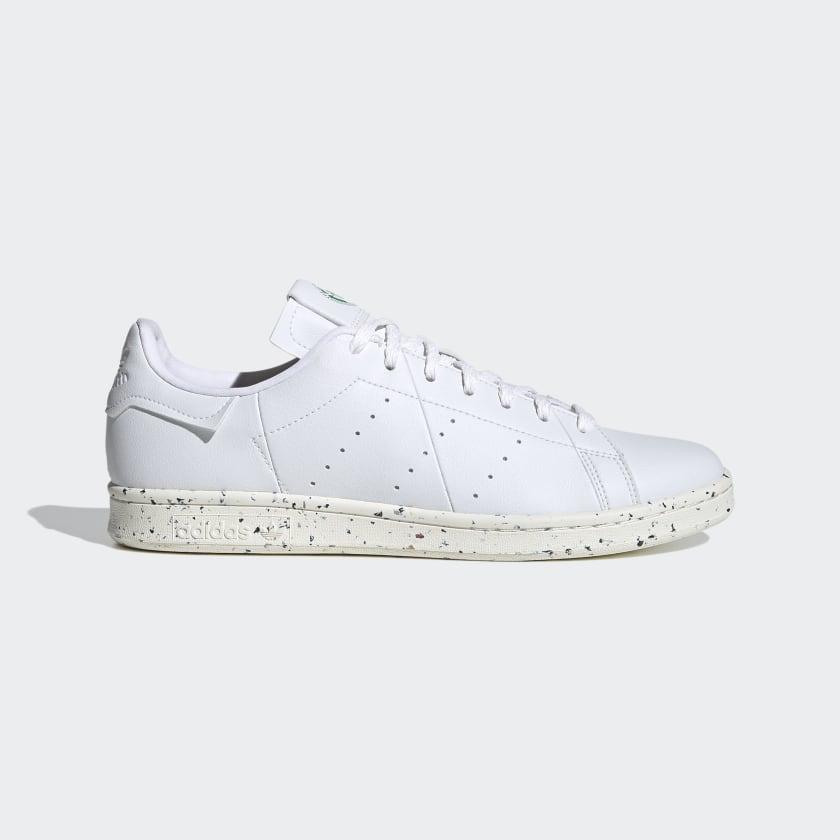 Zapatillas blancas con pinceladas de color