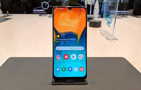 Samsung Galaxy A30, primeras impresiones: la gama media que ya no quiere parecer alta