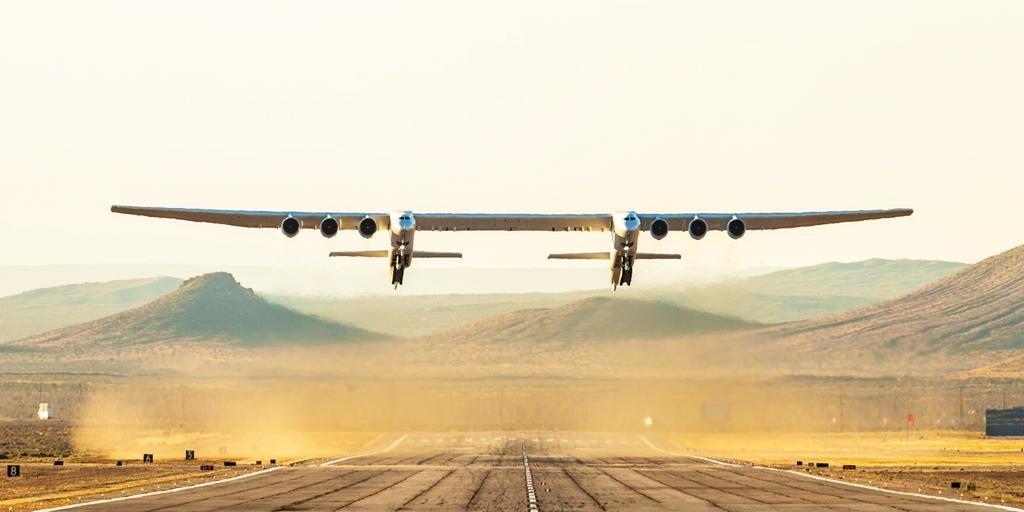 Stratolaunch echa a volar: así ha sido el primer vuelo del avión más grande de la historia