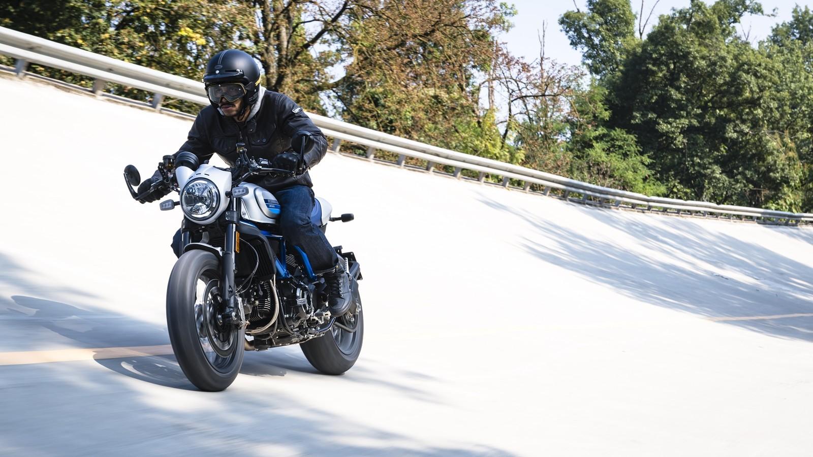 Foto de Ducati Scrambler Café Racer 2019 (23/31)