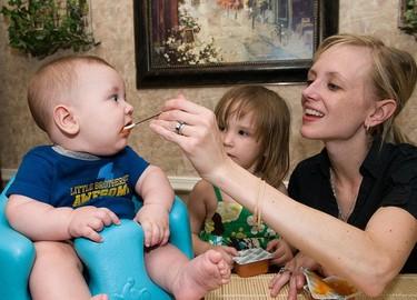 Introducir el pescado a partir de los seis meses del bebé podría disminuir el riesgo de asma
