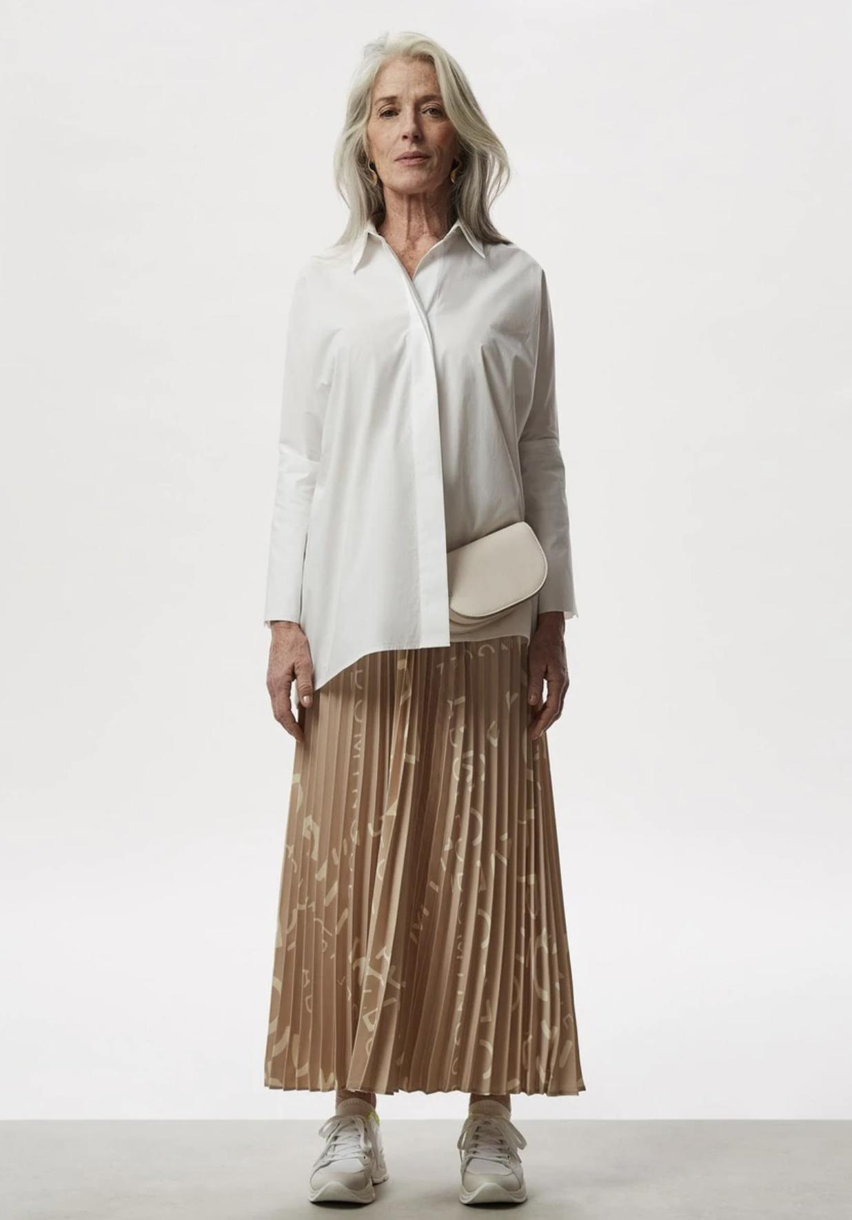 Falda larga plisada con estampado de logo