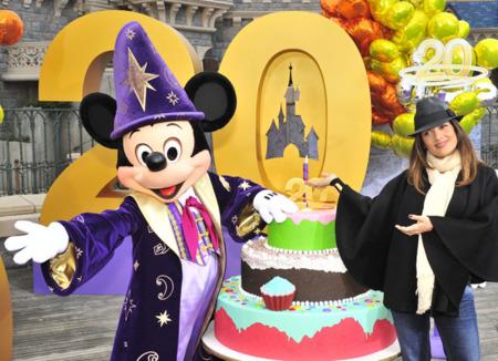 Los looks de Salma Hayek en Disneyland Paris