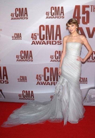 Taylor Swift caída de un cuento de hadas y he visto estatuas de cera más vivas que Nicole Kidman