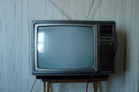 Ver la tele crea obesidad entre los jóvenes