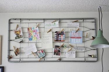 Recicladecoración: un somier de cuna convertido en tablero de notas