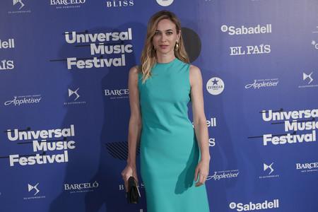 Marta Hazas sabe que un elegante, pero sencillo vestido se puede levantar con unos zapatos metalizados