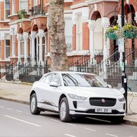 En esta calle de Londres cada farola es un punto de recarga para coches eléctricos