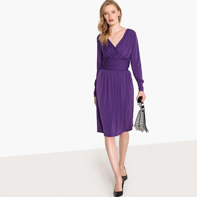 Vestido midi cruzado, con cintura fruncida y cremallera lateral