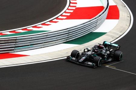 ¡De negro y de rosa! Los Mercedes arrasan en la clasificación de Hungría con pole para Lewis Hamilton