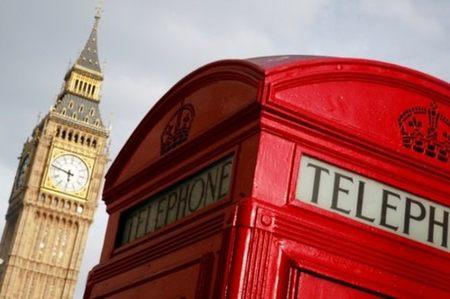 La emblemática cabina telefónica roja inglesa puede adornar tu casa