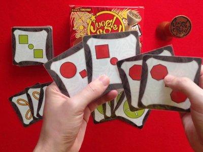 Un tótem, una baraja de cartas y seguro que algún que otro arañazo: 'Jungle Speed' y otros juegos de agilidad visual