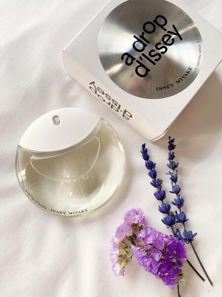 Así es A Drop D'Issey, uno de los perfumes más ideales y bonitos, por dentro y por fuera, que hemos probado