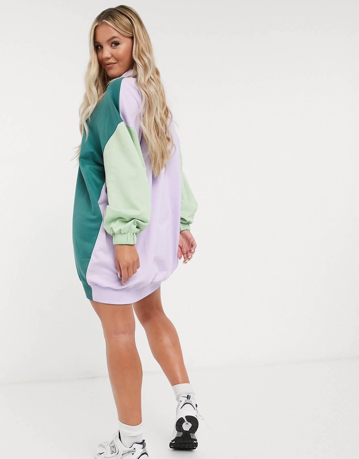 Vestido corto y extragrande estilo sudadera con cuello y diseño colour block en salvia y violeta de ASOS DESIGN