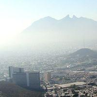 La pirotecnia y la quema de carbón activó la contingencia por contaminación en Monterrey, México