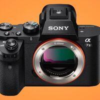 Precio mínimo en Amazon para la Sony Alpha 7 Mark II, un cuerpo sin espejo y full frame por sólo 734 euros