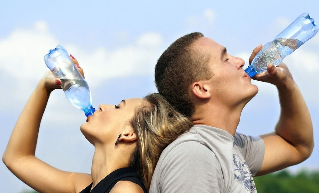 Consejos que pueden favorecer la ingesta de líquidos y ayudarte a cuidar la hidratación esta temporada