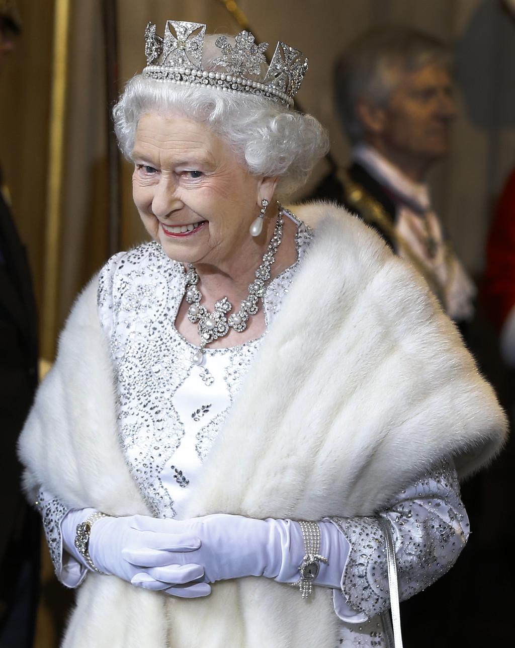 Abuela E Hija Lesbian Porno Metiendo Dedos la reina isabel ii manda un mensaje contra la crueldad