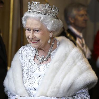 La reina Isabel II manda un mensaje contra la crueldad animal dejando de vestir abrigos de piel en sus actos oficiales