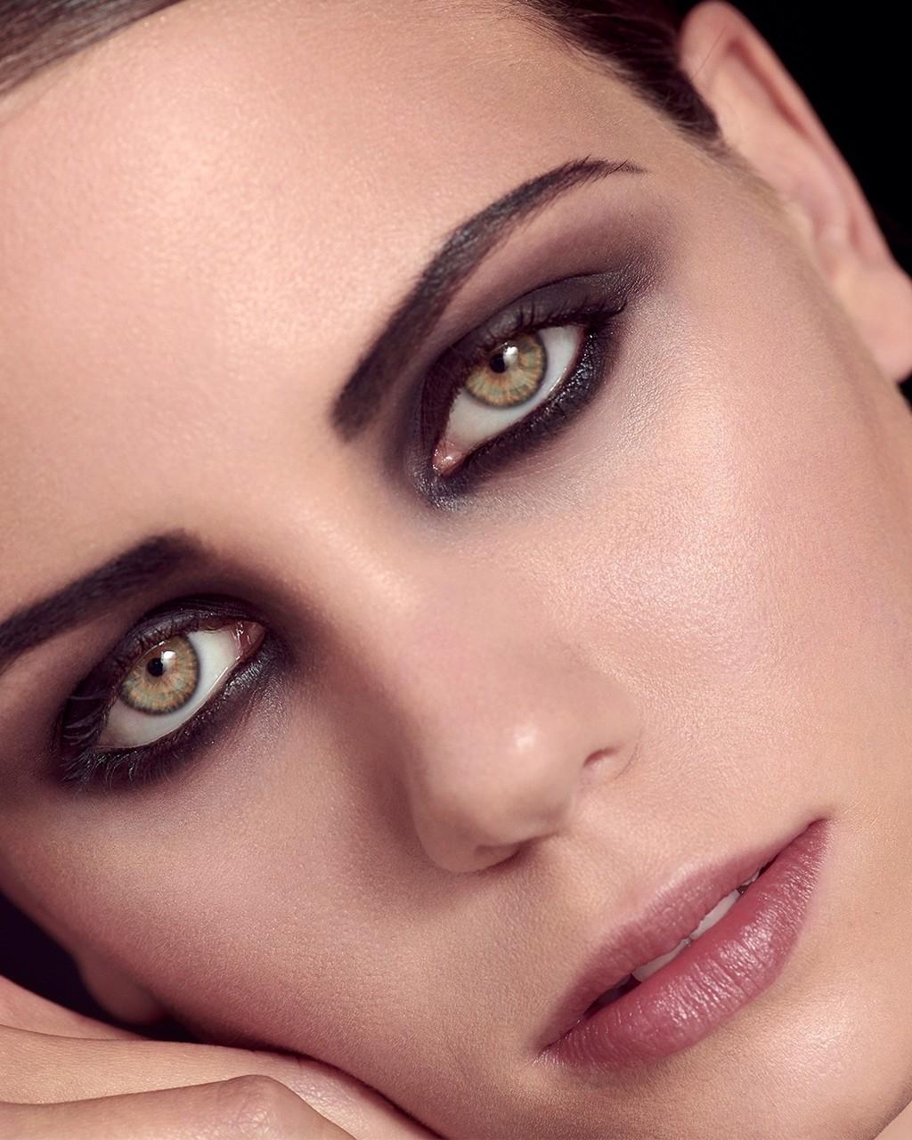 Givenchy nos propone tres maquillajes, totalmente distintos e ideales, para lucir estas Navidades