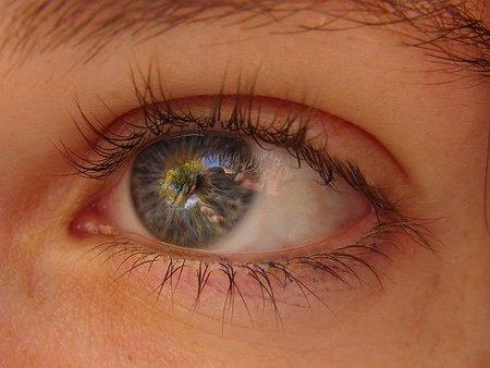 ¿Se puede usar el contorno de ojos también en los párpados?