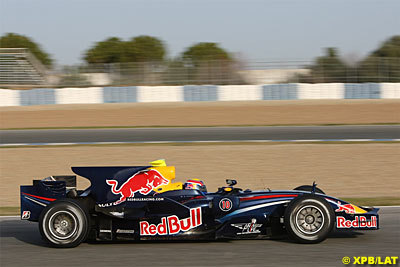 Mark Webber rompe los tiempos en Jerez