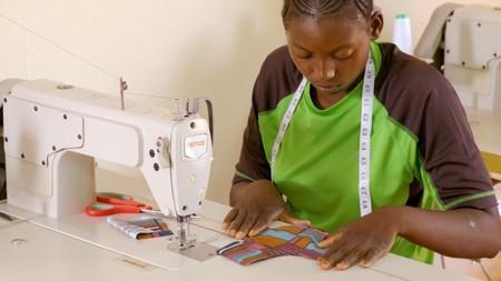 ASOS presenta la iniciativa Kujua, que pretende acabar con el estigma de la menstruación en África