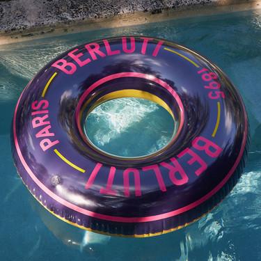 Berluti le apuesta a los tonos neón en una colección de accesorios perfecta para este verano