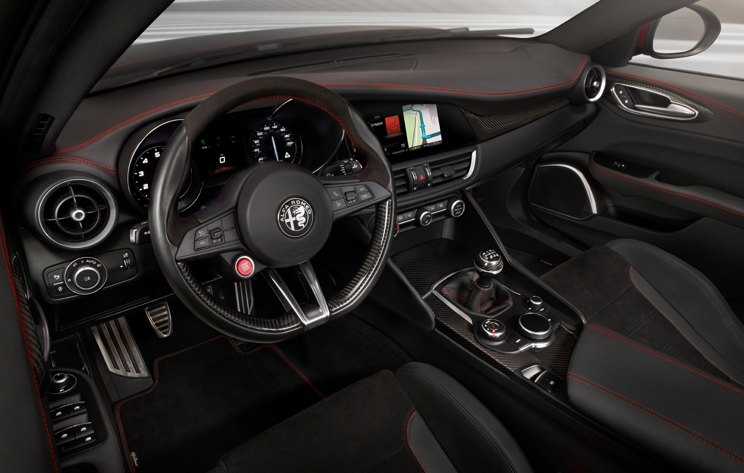 Foto de Alfa Romeo Giulia Quadrifoglio Verde 54 64