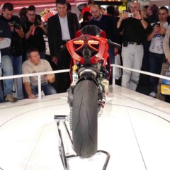 Foto 7 de 14 de la galería disenando-la-ducati-1199-panigale-en-vivo-en-el-eicma en Motorpasion Moto