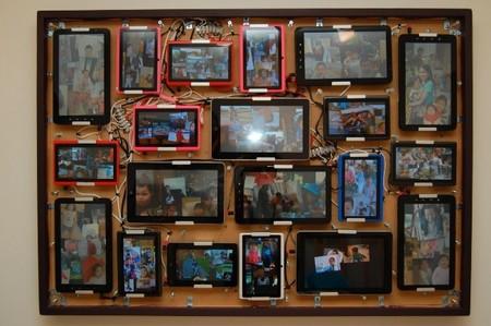 Un foto collage interactivo para casa fabricado con 20 tablets android