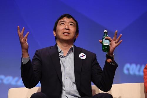Andrew Yang es el candidato de la visión apocalíptica del empleo y la automatización a presidente de Estados Unidos