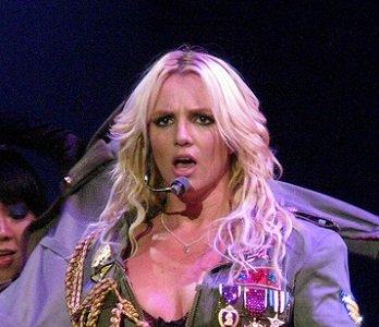 Britney Spears continuará siendo vigilada por papá