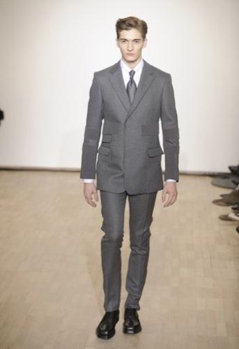 Raf Simons, Otoño-Invierno 2010/2011 en la Semana de la Moda de París. Gris