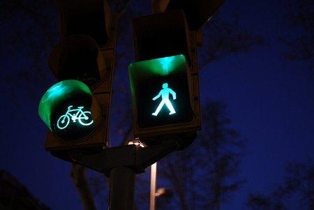 Apagar los semáforos para ahorrar; aquí hay hueco para innovar