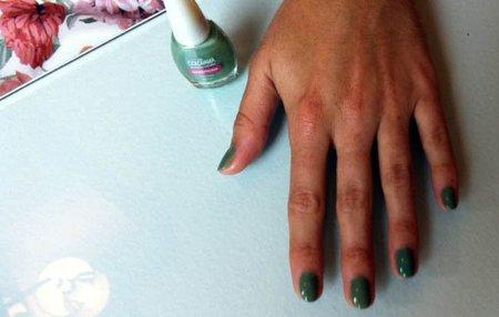 Mis uñas esta semana: verde militar